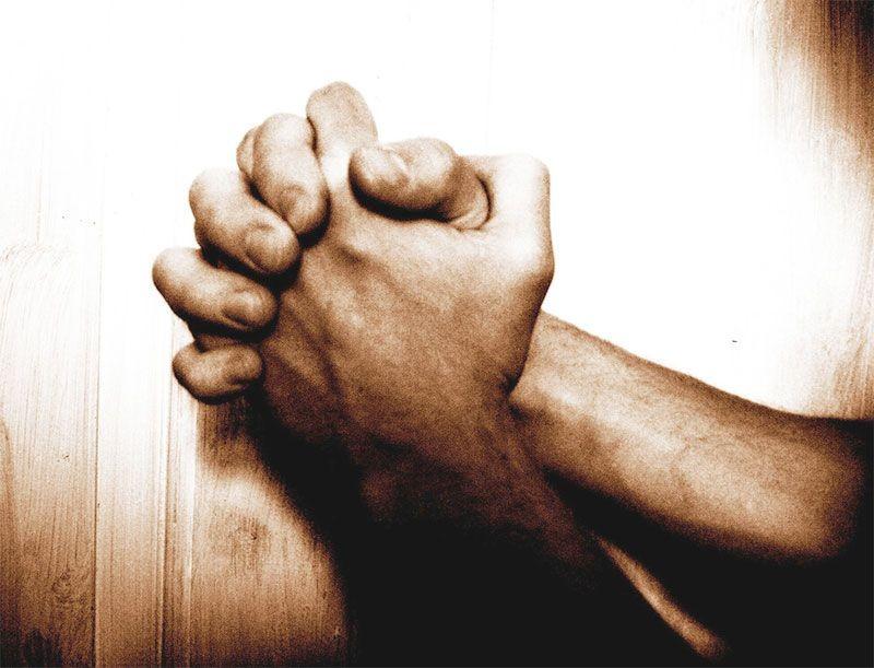 moi-praying-hands-web